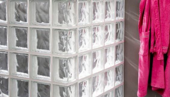 des briques de verre dans la salle de bains axce 39 s. Black Bedroom Furniture Sets. Home Design Ideas
